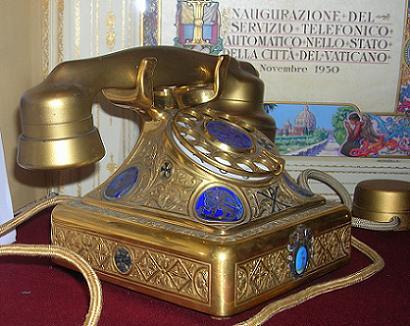 Telephone of Pope Pius XI, 1930.jpg
