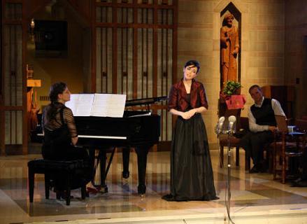 Soloist Andrea Rebello accompanied by Erika Crino