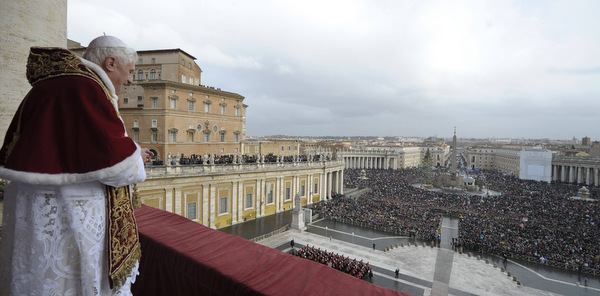 POPE DELIVERS CHRISTMAS BLESSING FROM ST. PETER'S BASILICA AT VATICAN
