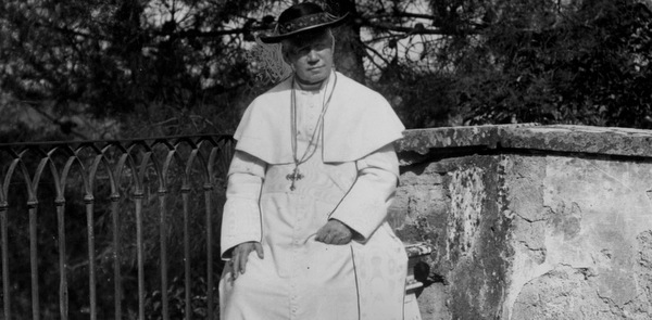 ST.  PIUS X PICTURED IN UNDATED PHOTO