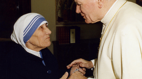 BLESSED MOTHER TERESA PICTURED WITH POPE JOHN PAUL II AT VATICAN IN 2003