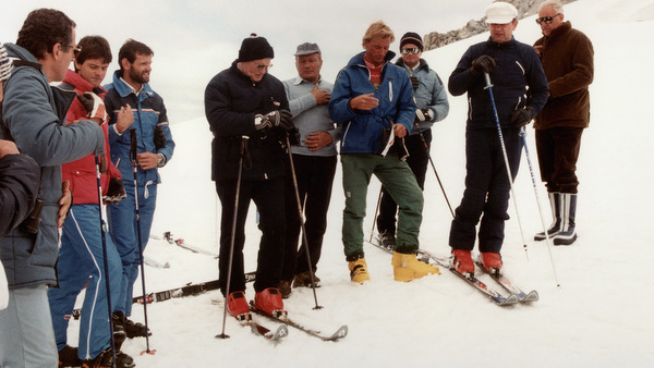 POPE PRAYS BEFORE RUN DOWN SLOPE IN 1984