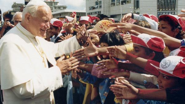 POPE GREETS ENTHUSIASTIC KOREANS AT EUCHARISTIC CONGRESS