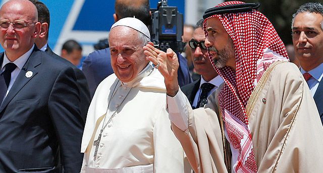 Pope Francis arrives in Jordan