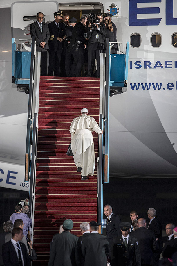 Pope Francis boards an airplane at Ben Gurion airport outside Tel Aviv May 26. The pope ended a three-day Holy Land pilgrimage rife with calls for bridging divisions. (CNS photo/Oliver Weiken, EPA)