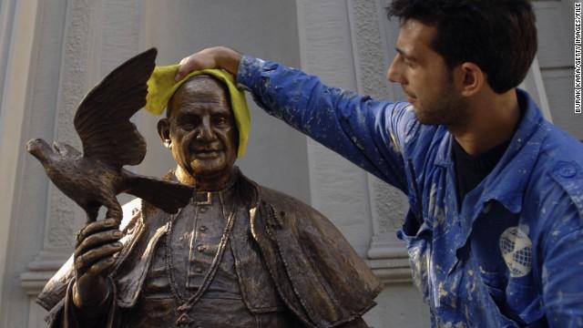 04 Statue St. John XXIII Turkey