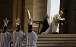Pope prays as he leads vigil for peace in Syria
