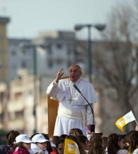 Francis to crowd in Naples