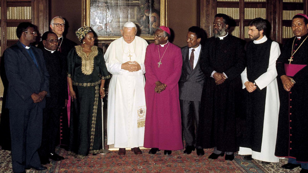 ARCHBISHOP DESMOND TUTU PICTURED WITH POPE JOHN PAUL II AT THE VATICAN IN 1983