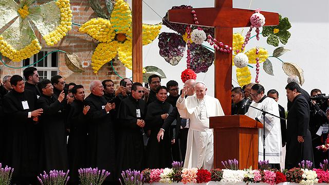 Pope_Ecuador_Religious