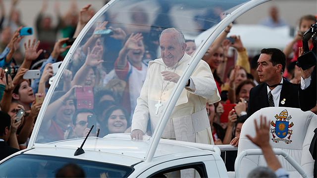 Pope_Paraguay_Castanero1