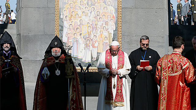 Pope In Armenia: Prayer at Armenian Metz Yeghern memorial in Tzitzernakaberd