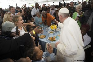 francis-with-poor-in-dc