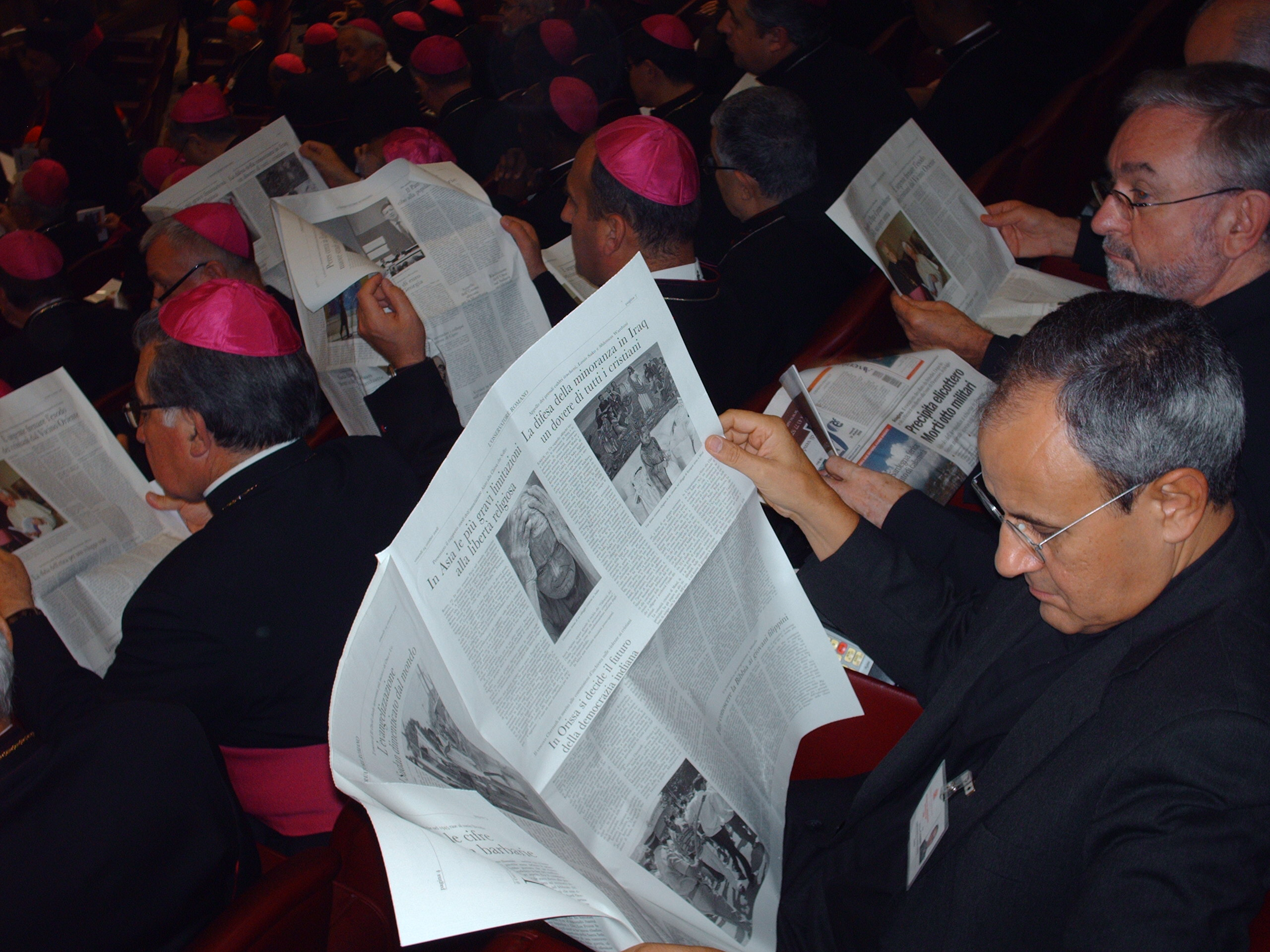 Poll: L'Osservatore Romano is the most popular morning newspaper among synod participants