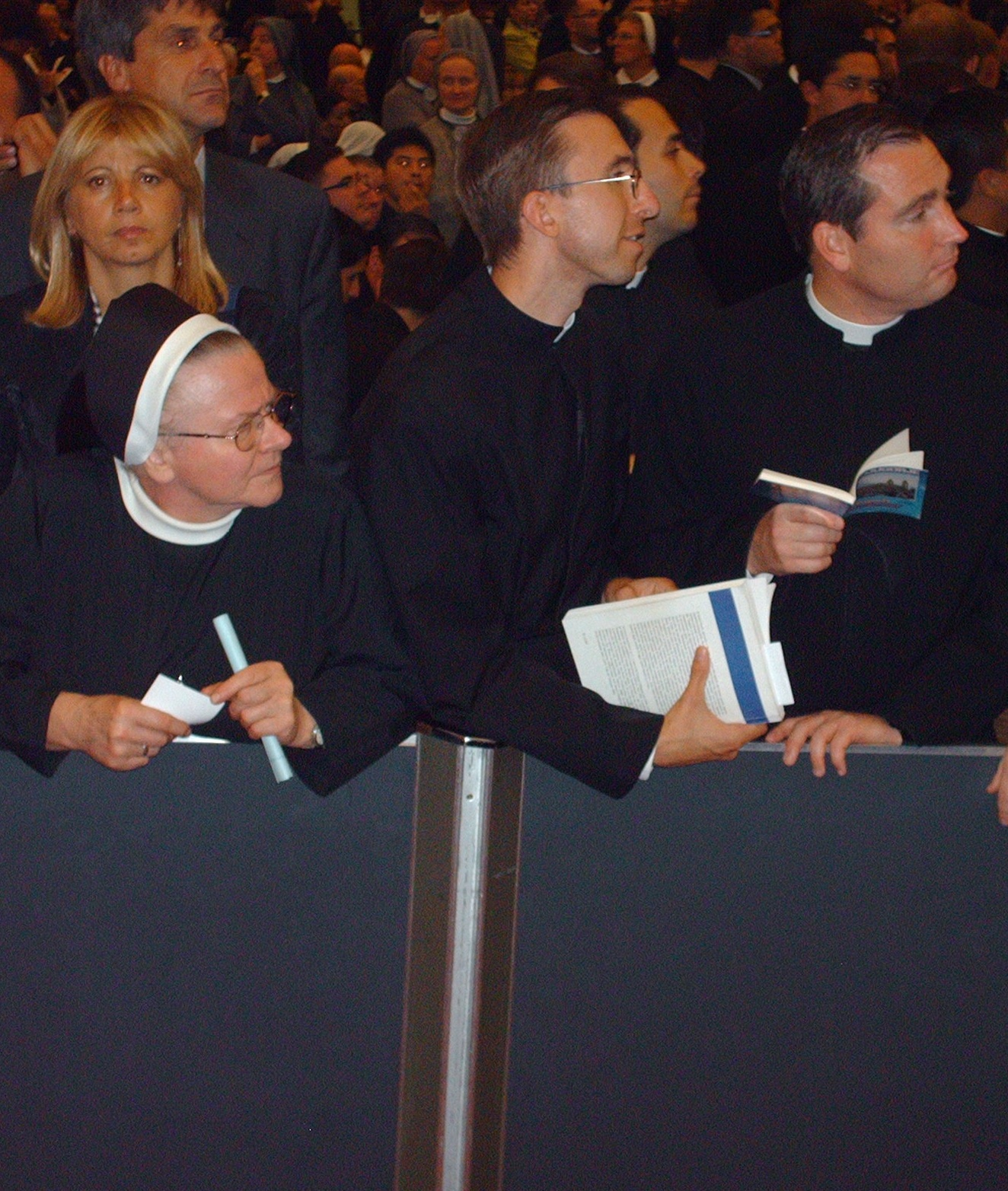 Audience members find a vantage point for arrival of Bishops, Pope