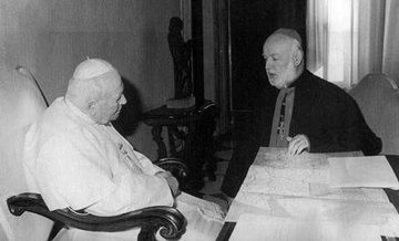 Archbishop Hanna Zora meets Pope John Paul II in Rome