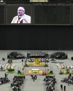 Jean-Claude Cardinal Turcotte delivers a passionate homily on Saint Brother André at the Olympic Stadium Oct. 30 (Photo: VU)