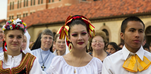 People gather at archdiocesan center to mark 20th anniversary of World Youth Day Denver