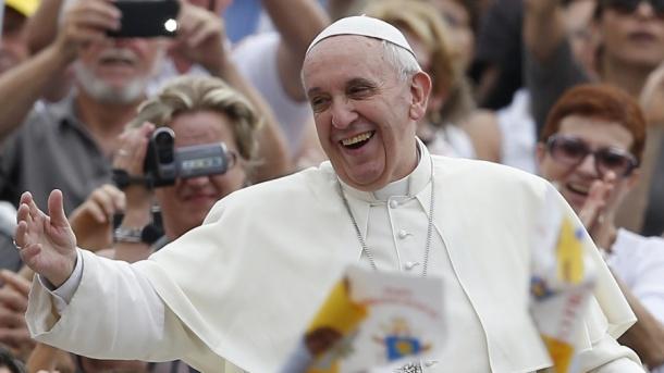 Pope Francis enjoying the crowd