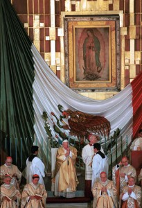 1999 PHOTO OF POPE JOHN PAUL II CELEBRATING MASS AT BASILICA OF OUR LADY OF GUADALUPE