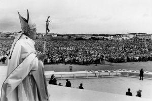 pope in canada 300