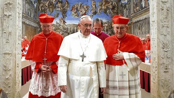 Francis-leaving-Sistine-Chapel