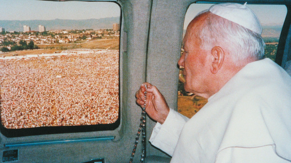 POPE SCANS CROWD GATHERED FOR WORLD YOUTH DAY MASS IN 1993