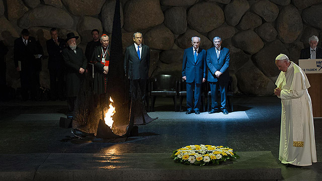 Pope Francis visits the Yad Vashem Holocaust Museum in Jerusalem May 26. The pope laid a wreath of flowers at the site, and talked to and kissed the hands of six Holocaust survivors. Also in attendance are Israeli President Shimon Peres and Prime Minister Benjamin Netanyahu. (CNS photo/ OSSERVATORE ROMANO handout, EPA)