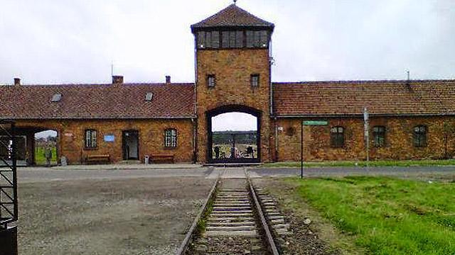 KZ-RR-tracks-Auschwitz