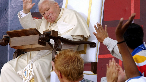 2002 photo of Blessed John Paul II during World Youth Day in Toronto