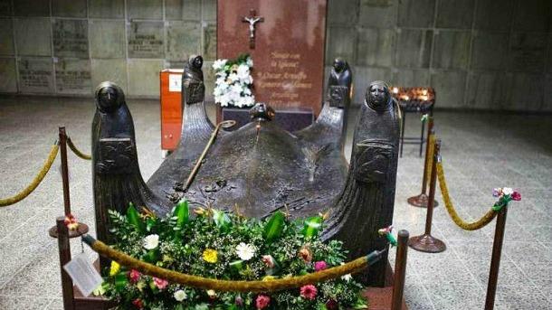 Romero-grave-El-Salvador