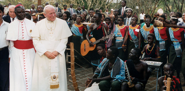 Kenyans greet Pope John Paul II with music in Nairobi in September 1995. For the pontiff it was a busy year of travel -- 12 countries in all. In total his trips during the first 25 years of his papacy have taken him to 129 nations. (CNS file photo) (Aug. 28, 2003) See POPE25-TRAVEL Aug. 28, 2003.