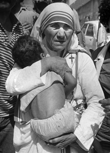 Mother Teresa holding childn in arms
