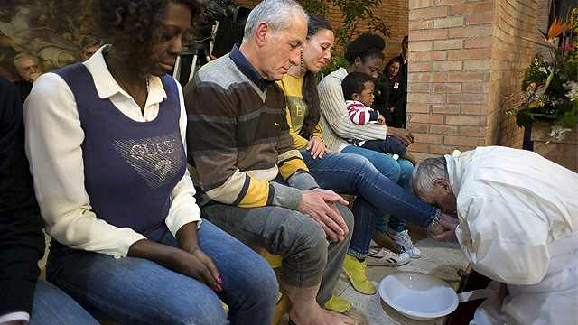 Francis prison foot washing 2015