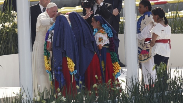 20160216T2056-262-CNS-POPE-MEXICO-YOUTH
