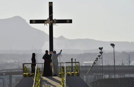 03 Francis at border Mexico USA