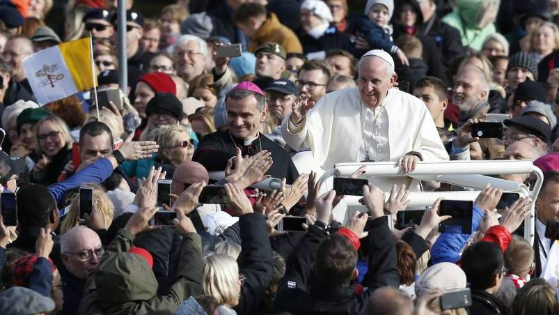 Pope Francis greets the crowd before celebrating Mass in Freedom Square in Tallinn, Estonia