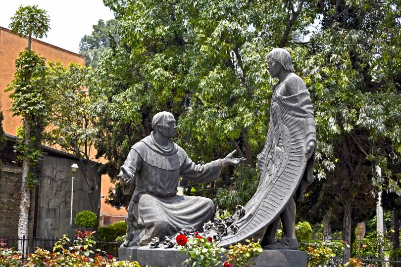 Statue of Juan Diego and Bishop Juan de Zumarraga near the Basilica of Our Lady of Guadalupe in Mexico City (Photo credit: Michel Rudoy)