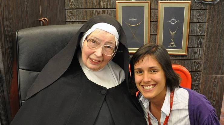 In this 2011 file photo, Sister Wendy Beckett poses with an unidentified admirer during a book signing at St. Pauls Bookshop in London. (CNS photo/Jo-Anne Rowney, courtesy of St. Pauls Bookshop)