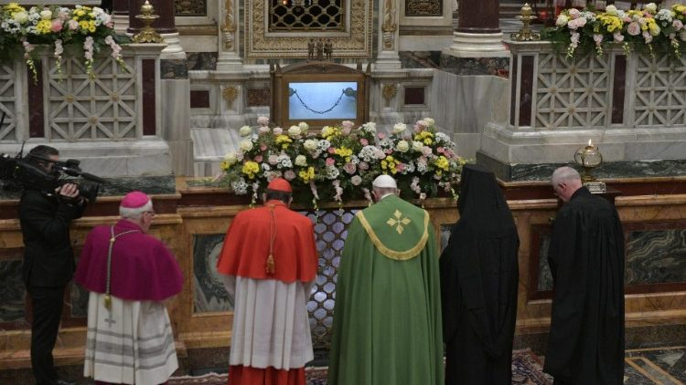 Pope Francis prays with other Christian leaders at the tomb of St Paul, at the beginning of Vespers for the beginning of the Week of Prayer for Christian Unity (Vatican Media)