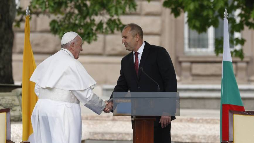 Pope Francis shakes hands with Bulgarian President Rumen Radev during a meeting with government authorities, civic leaders and the diplomatic corps at Atanas Burov Square in Sofia, Bulgaria, May 5, 2019. (CNS photo/Paul Haring)