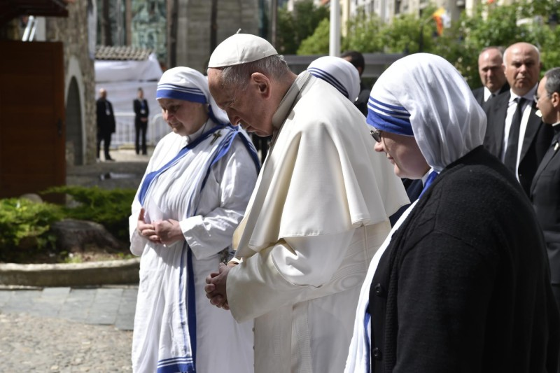 Pope Francis prays with Missionaries of Charity at the Mother Teresa Memorial in Skopje, North Macedonia. (Vatican Media)