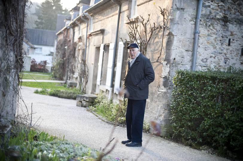 Photo of Jean Vanier at L'Arche in Trosly-Breuil
