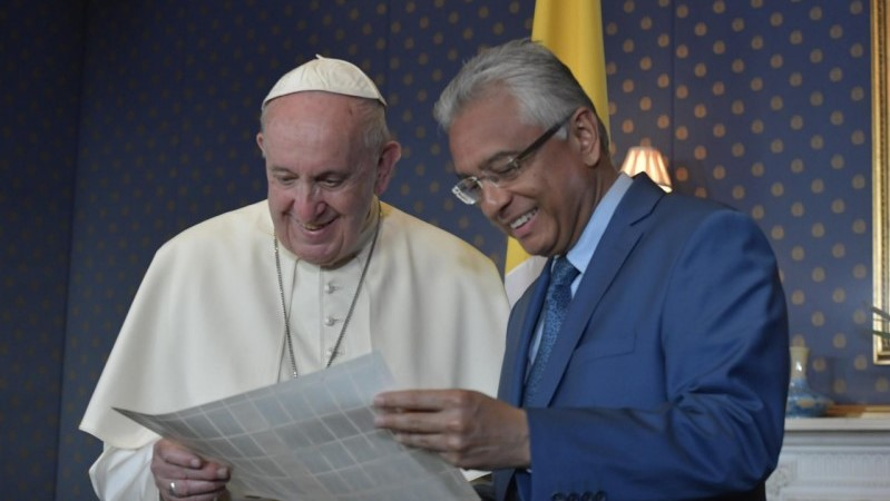 Pope in Mauritius: Meeting with the Authorities, Civil Society and the Diplomatic Corps