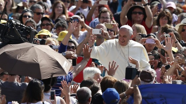 Pope Francis greets crowd as he arrives to lead general audience in St. Peter's Square