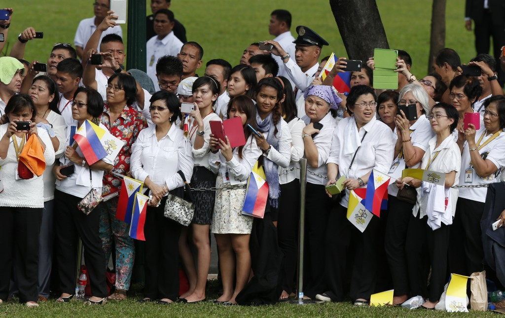 Pope Francis welcomed to Philippines during ceremony at presidential palace in Manila