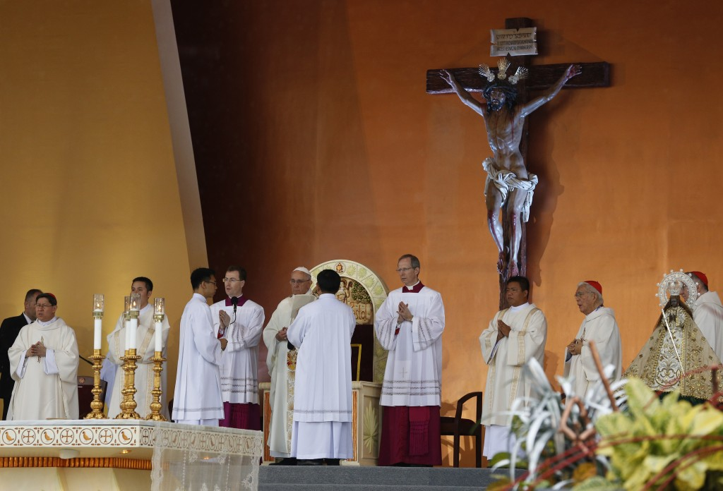 Pope Francis celebrates Mass at Rizal Park in Manila, Philippines