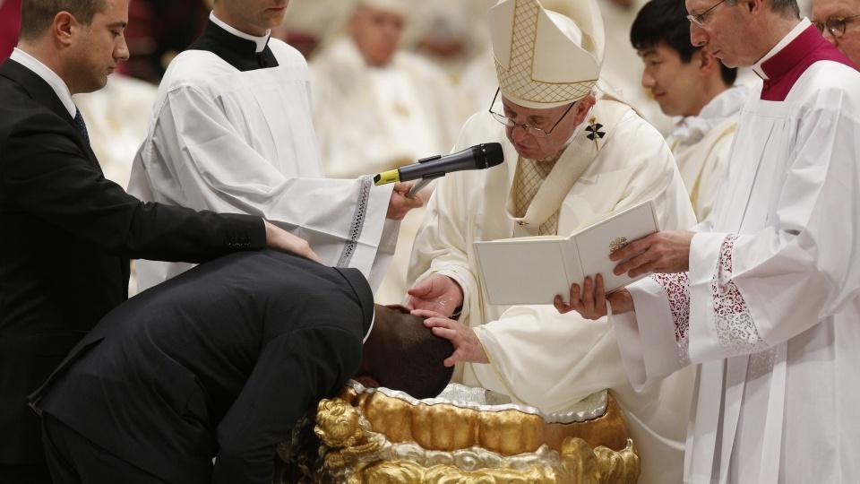 教宗公開接見:聖洗聖事使我們沉浸在基督內