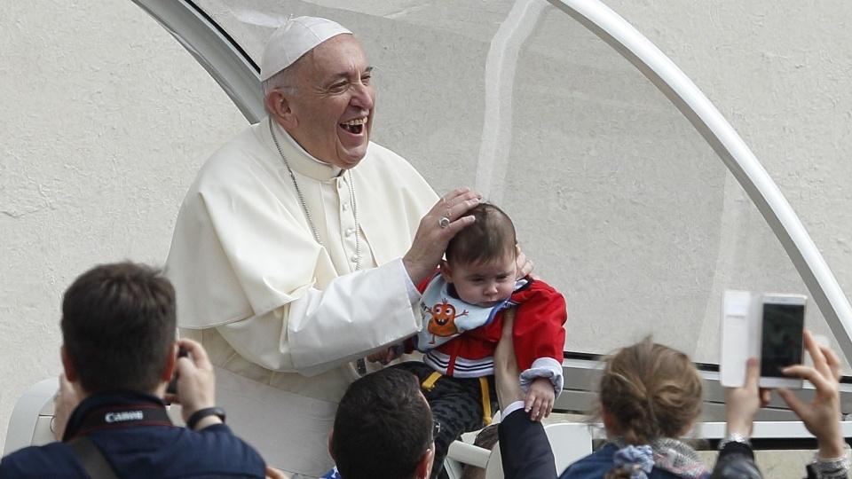 教宗公開接見:別忘了自己是受過洗的人