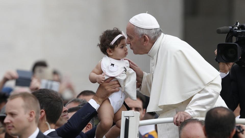 教宗公開接見:你當孝敬父母,絕不可辱駡他們